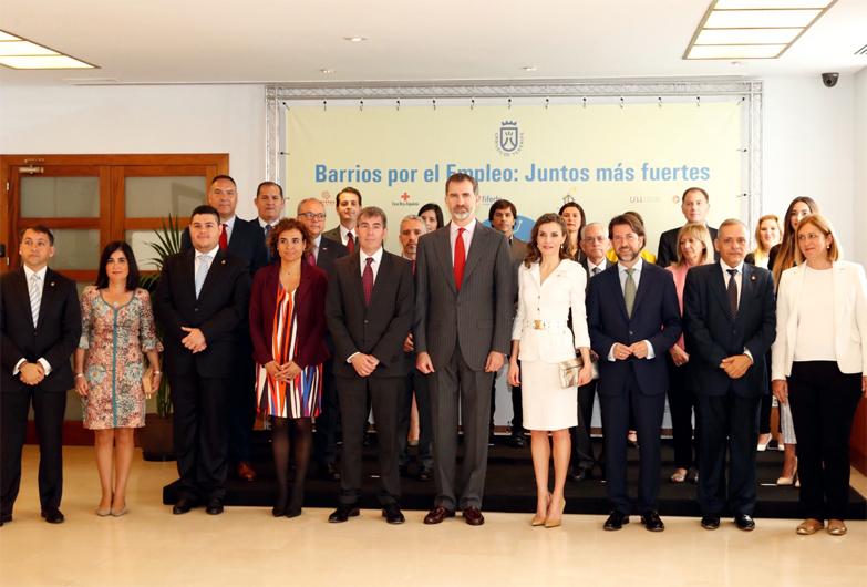 Los Reyes de España felicitan en el Cabildo de Tenerife a los protagonistas del proyecto 'Barrios por el Empleo: Juntos más Fuertes'