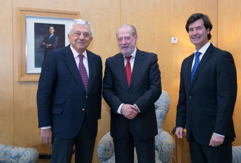 Villalobos mantiene un encuentro con los presidentes de la Cámara de Comercio y de la CES para estrechar vínculos en apoyo al tejido empresarial de la provincia