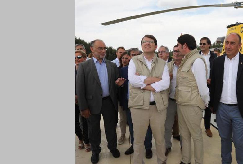 Miguel Ángel de Vicente agradece, junto al presidente de la Junta, la labor de los trabajadores de la base riazana de Las Casillas